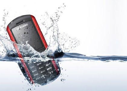 Tips Menyelamatkan HP Yang Terendam Air